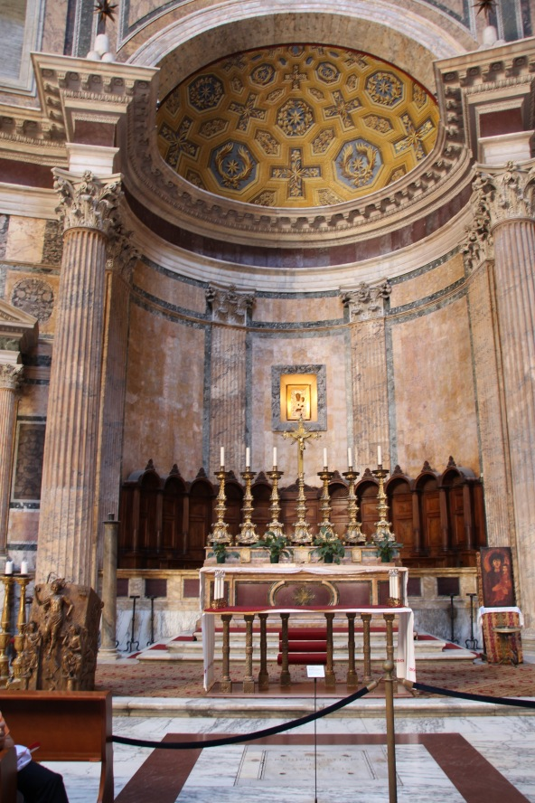 Alter inside the Pantheon